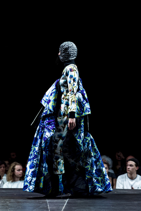 Foto van Creaties Antwerpse modeacademie op catwalk