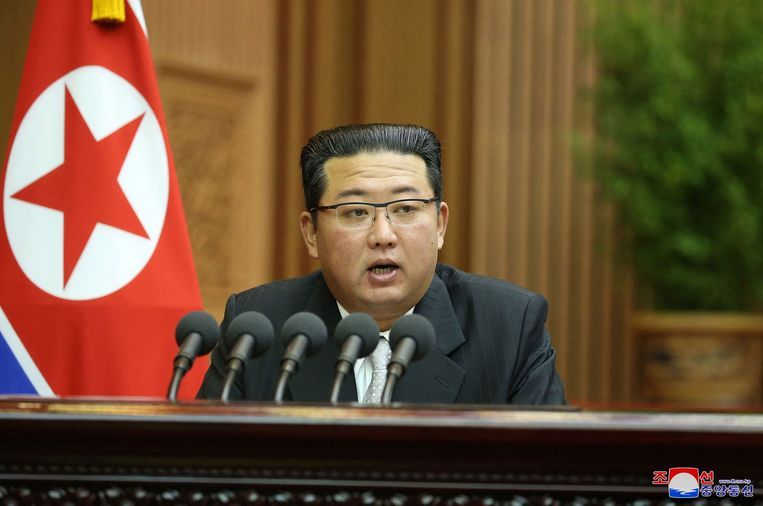 De Noord-Koreaanse leider Kim Jong-un tijdens een zitting van het nationale parlement in de hoofdstad Pyongyang. Beeld AFP PHOTO/KCNA VIA KNS