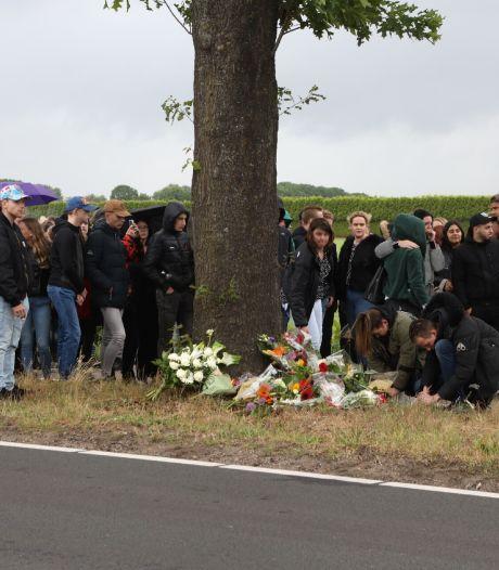 Vrienden herdenken omgekomen Schijndelnaar (20): bloemen gelegd op plek van ongeval