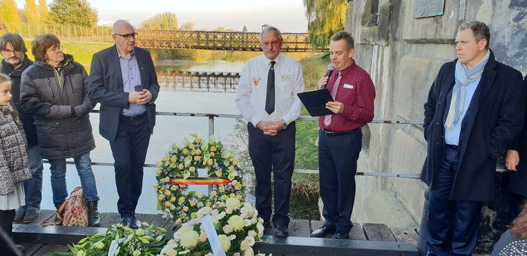 Er werden bloemenkransen neergelegd voor de slachtoffers van de Groote Oorlog.