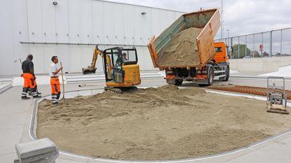 Skatebowl gevuld met zand en beton