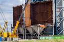 De kolencentrale van EPZ in Borssele wordt momenteel ontmanteld. Vlak ernaast staat de kerncentrale.