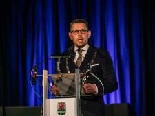Burgemeester Arends gaat 'keihard optreden' tegen 'feestvieren' in hokken en bedrijfskantines