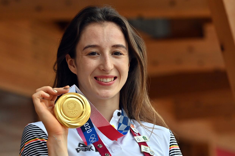 De Truiense Nina Derwael met de toepasselijke gouden nagellak, en nu ook de gouden medaille.  Beeld BELGA