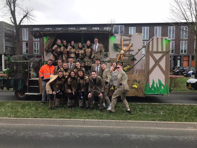Carnavalsvereniging Moeilijk Zat uit Oosterhout had deze fraaie wagen gebouwd.