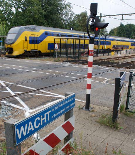 ProRail haalt in Wolfheze een van de drie sporen weg, minder lange tunnel onder het spoor nodig