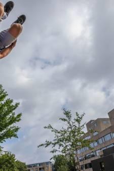 'Spiderman' Sebastiaan vliegt door de straten van Arnhem: 'Ik voel zeker angst'