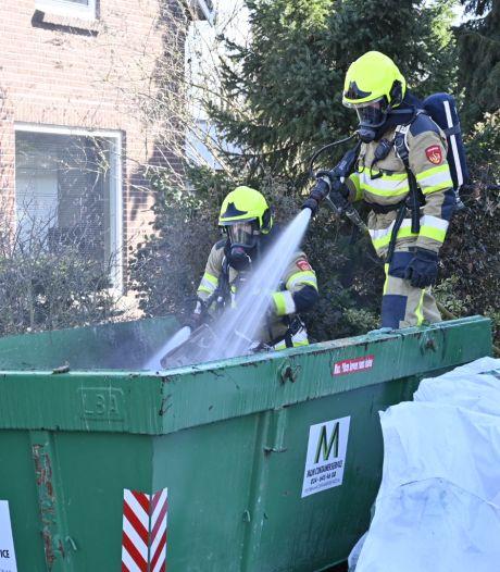 Container in brand door sigarettenpeuk in Malden