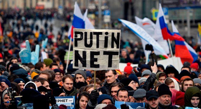 Een demonstratie in maart 2019 in Moskou tegen de toenemende censuur op het Russische internet. Beeld AFP
