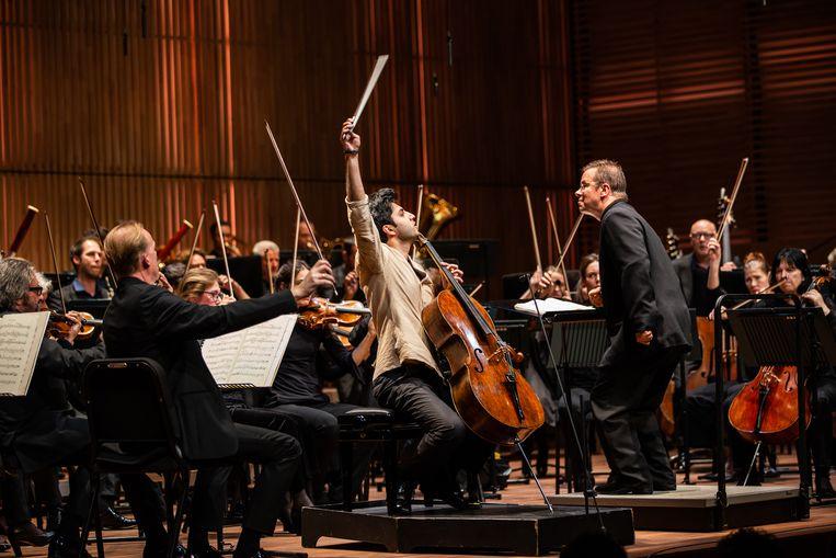 Cellist Kian Soltani en dirigent Antony Hermus Beeld Fotograaf: Melle Meivogel