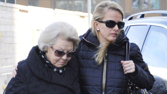 Koningin Beatrix en haar schoondochter Mabel.