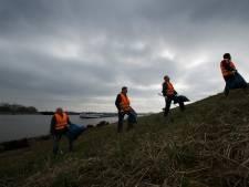 Tonnen aan afval op Waaloever opgeruimd