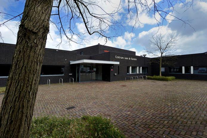 Centrum voor de Kunsten De Suite in de Burgerhoutsestraat te Roosendaal.