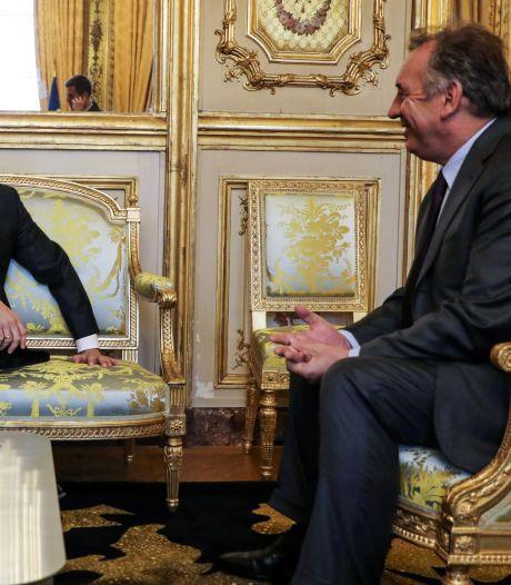 """L'équipe du président Macron aurait """"trahi"""" Bayrou en 2017 et tenté de l'acheter"""