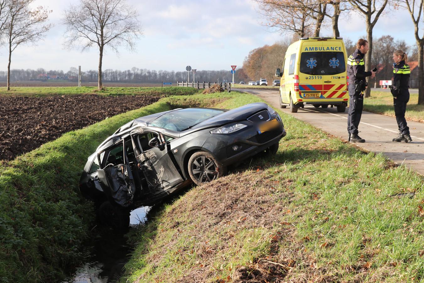 De auto raakte zwaar beschadigd bij het ongeluk.