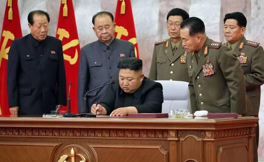 De Noord-Koreaanse leider Kim Jung-un op de militaire bijeenkomst.