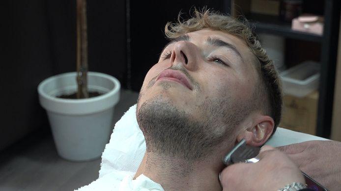 Thumb bij video 'Kelvin uit Goes doet gooi naar titel 'Mooiste man van Nederland''