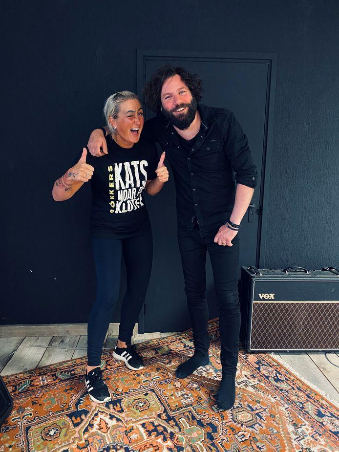 Bo Duyn en Bökkers repeteren 'Ik zie een ster' in de studio in Raalte.