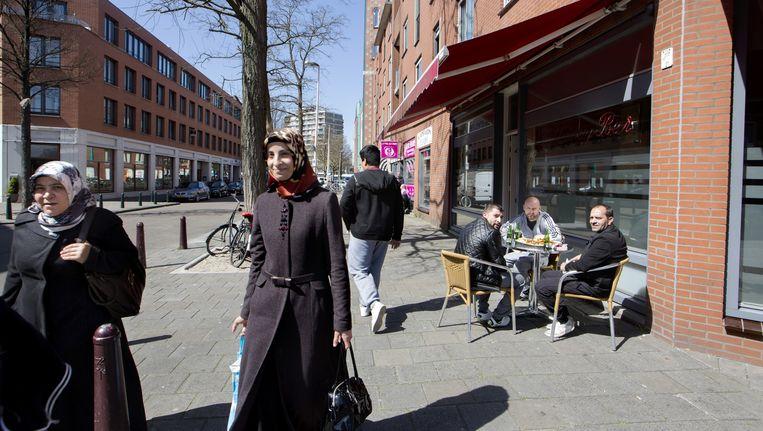 In de Haagse Schilderswijk wonen 110 verschillende nationaliteiten samen. Beeld Inge van Mill