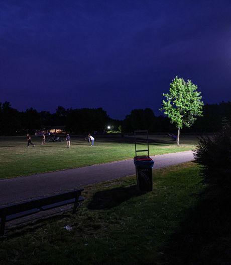 Opnieuw raak in Park de Wezenlanden in Zwolle: grote knokpartij midden in de nacht, extra verlichting moet politie helpen