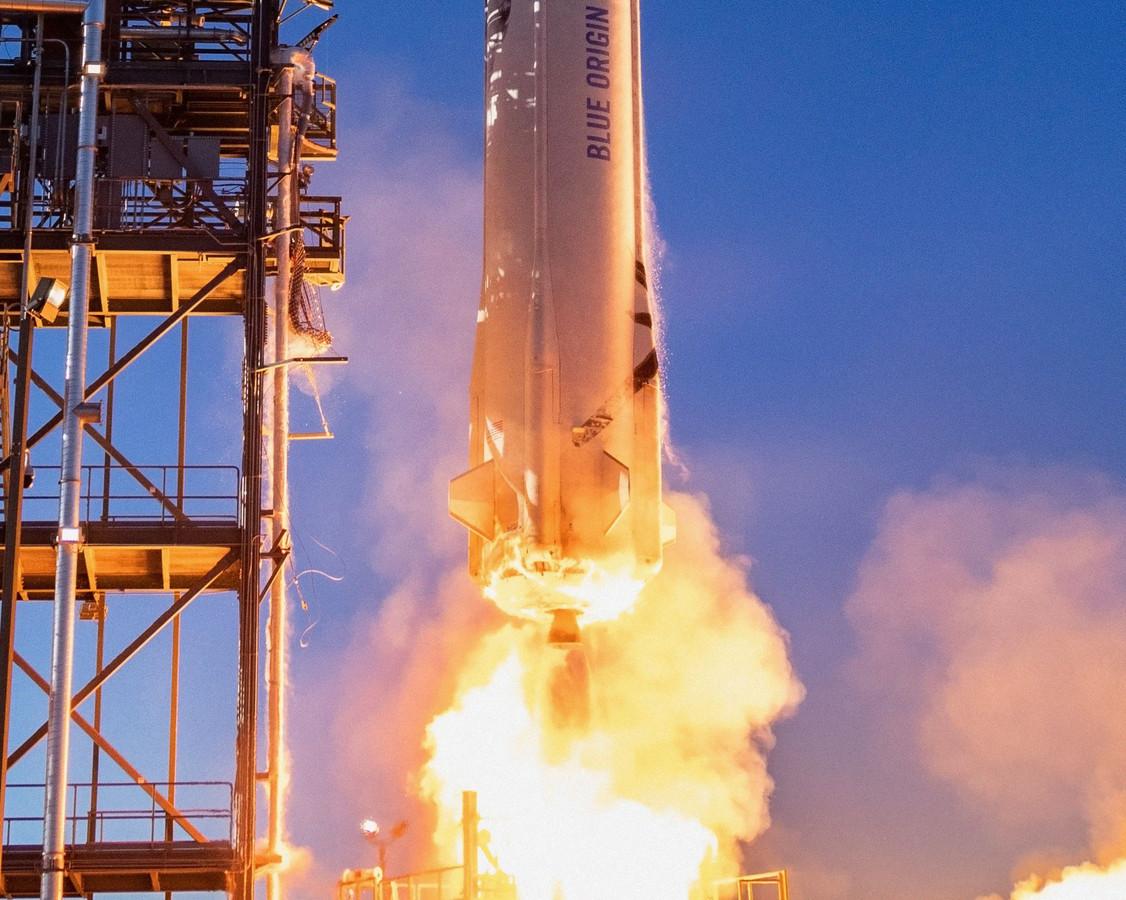 De New Shepard-draagraket tijdens een testlancering in Texas.