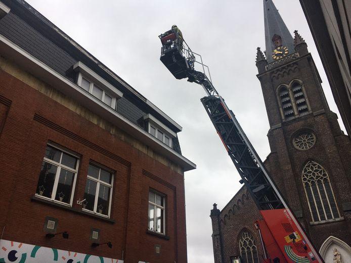 In de omgeving van de Sint-Rochuskerk in Kortrijk troepten 15 jongeren samen.