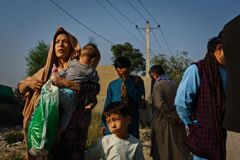 Afghanen vluchten naar het vliegveld van Kaboel Beeld Los Angeles Times via Getty Imag