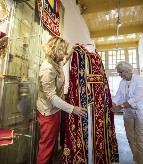 'Geloven in mode' brengt mooiste religieuze gewaden bijeen in Borne