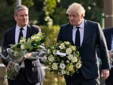 Britse premier Johnson legt bloemen bij plek van moordaanslag op parlementslid