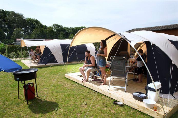 Kampeerders op camping Sevink Molen in Meddo.