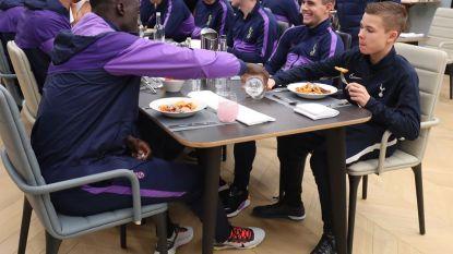 Mourinho is man van zijn woord: ballenjongen ontmoet spelers tijdens etentje voor wedstrijd