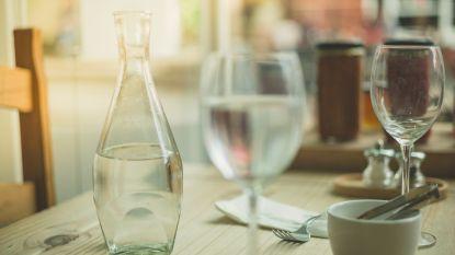 Restaurants laten klanten betalen voor bekroond mineraalwater, maar schenken eigenlijk kraantjeswater