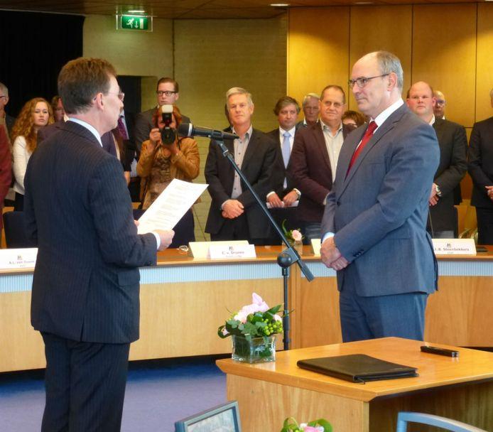Commissaris van De Koning Clemens Cornielje beëdigd Henny van Kooten als burgemeester van Maasdriel.