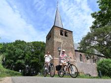De lucht boven 't Kerkje in Velp klaart weer op