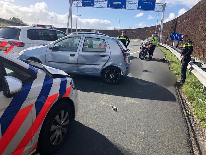 De auto werd bij Maarssen klemgereden.