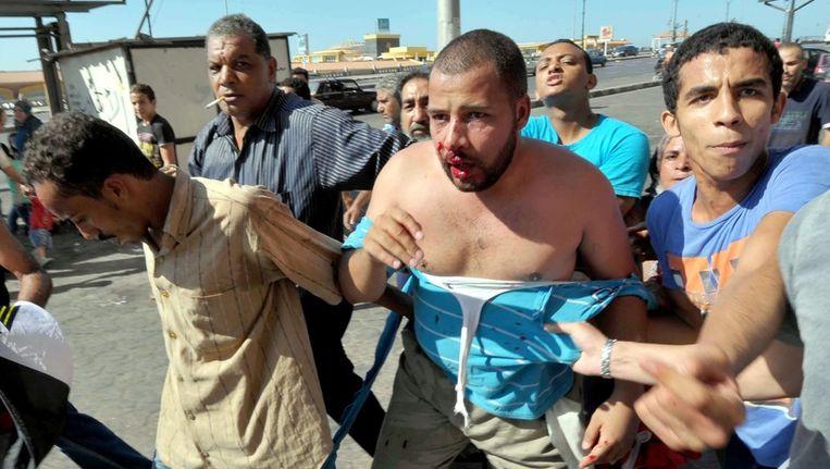 Voor en tegenstanders van Morsi raakten vrijdag slaags Beeld epa