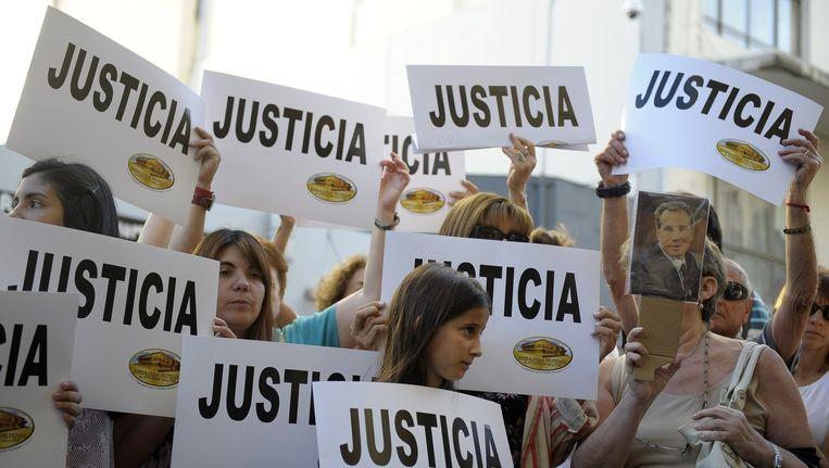 Argentijnen demonstreren tegen de regering, die de dood van aanklager Alberto Nisman in eerste instantie afdeed als zelfmoord. Beeld afp