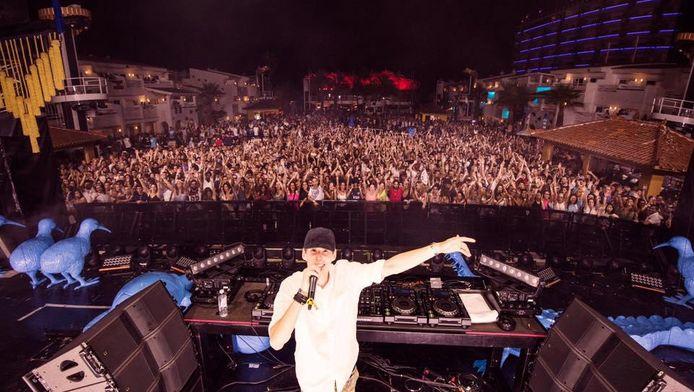 Félix De Laet achter de befaamde dj-booth van Ushuaïa, een van de bekendste clubs op Ibiza.