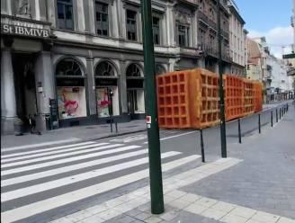 Na frieten laat 3D-artiest nu wafels, Kuifje en Magritte los op Brussel