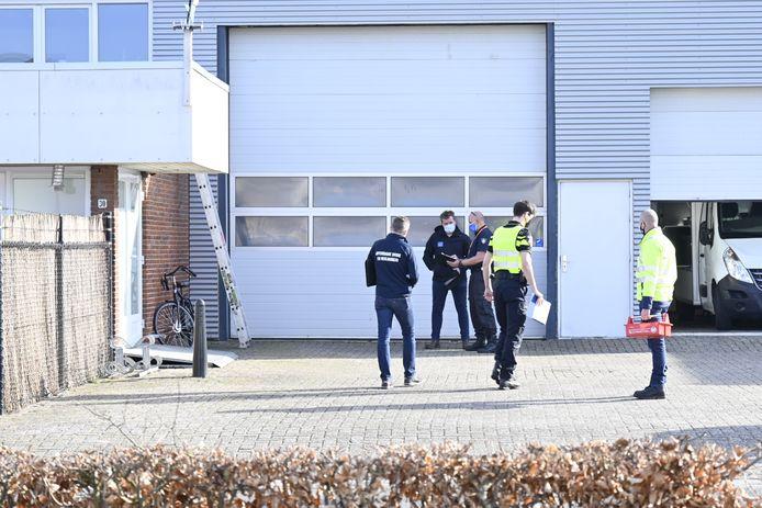 Vanochtend werd bij een inval in een pand aan Uiterwaardenstraat in Elburg één persoon aangehouden.