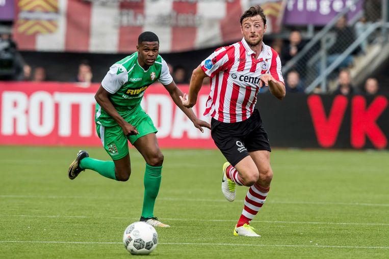 Bart Vriends (rechts) van Sparta in duel met Jeremy Cijntje van FC Dordrecht. Beeld ANP