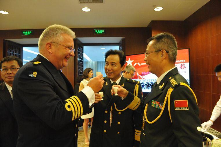 Prins Laurent toost op de verjaardag van het Chinese leger op de Brusselse ambassade, vorige zomer. Beeld Facebook