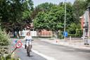 Enkele buurtbewoners hebben op eigen initiatief bordjes geplaatst om te vragen om er 50 kilometer per uur te rijden.