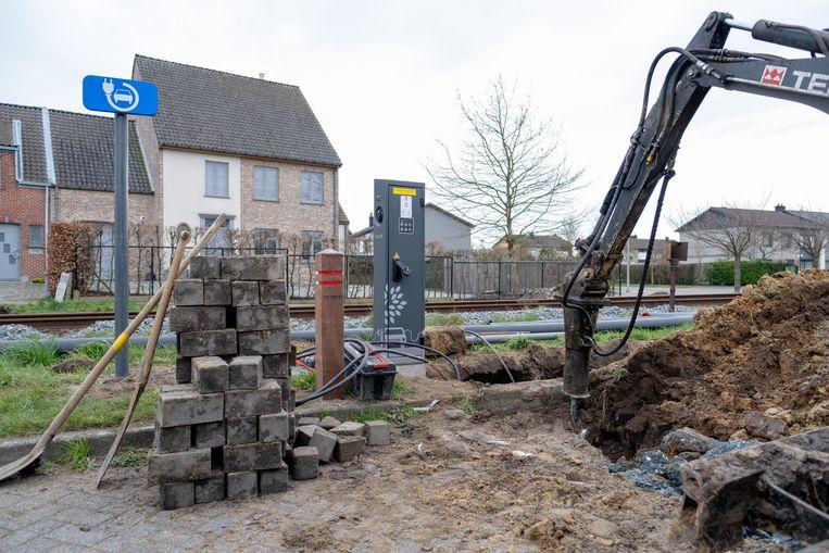 PUURS SINT-AMANDS In de Marthe Massinstraat in Sint-Amands werd een elektrische laadpaal geplaatst.