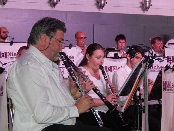 De Nielse Concertband in actie.