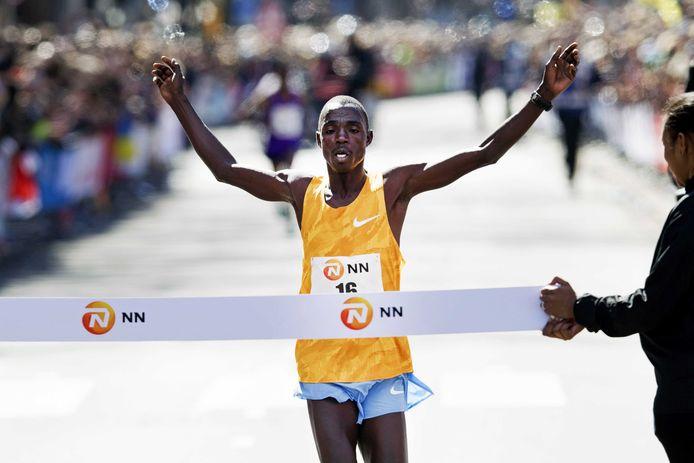 De Keniaan Marius Kipserem won vorig jaar de NN Marathon Rotterdam in 2.06.11.