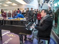 Stationspianist Hans Jansen naar Den Haag voor recordpoging