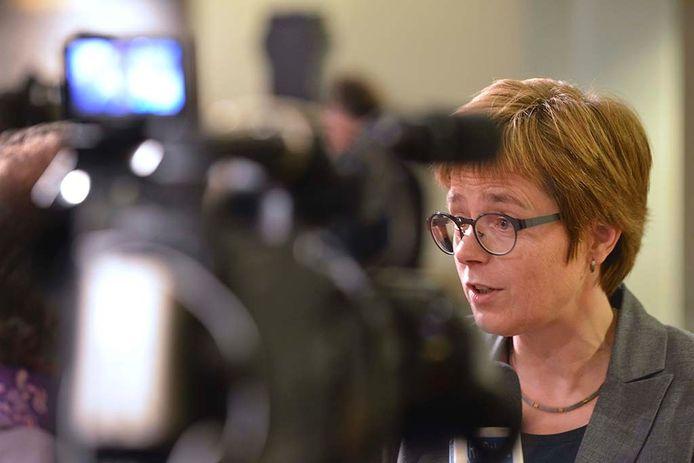 Burgemeester Miranda de Vries van Geldermalsen.