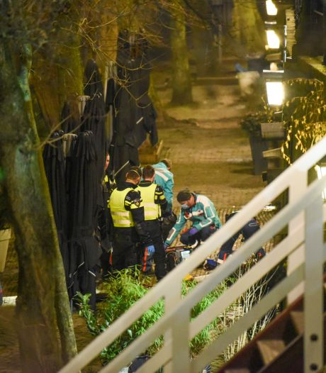 Man (25) valt vijf meter naar beneden op de Oudegracht en overlijdt