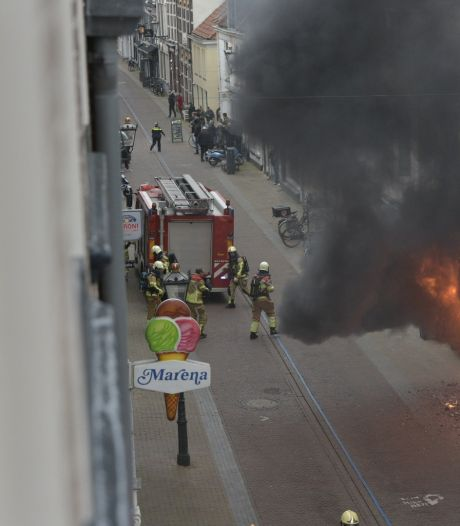 Uitslaande brand in woning in binnenstad Kampen: bewoner aangehouden door politie